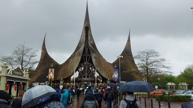 シュールでクセになる!「オランダのディズニーランド」と呼ばれるテーマパーク