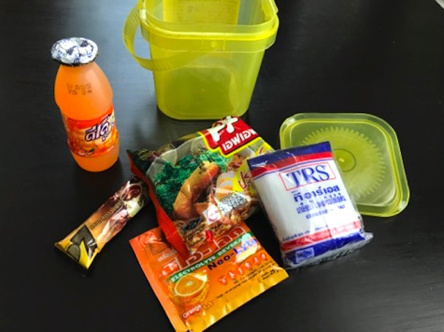 タイ人が開運したいときスーパーで買うこの食料セット、何だか知ってますか?