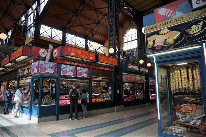 見る、買う、食べる、お土産調達にハンガリー料理も楽しめる、ブダペストの中央市場