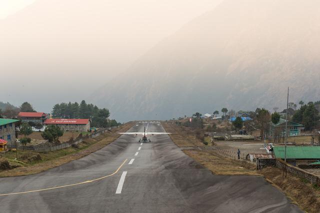 すごい立地にあるネパールのテンジン・ヒラリー空港