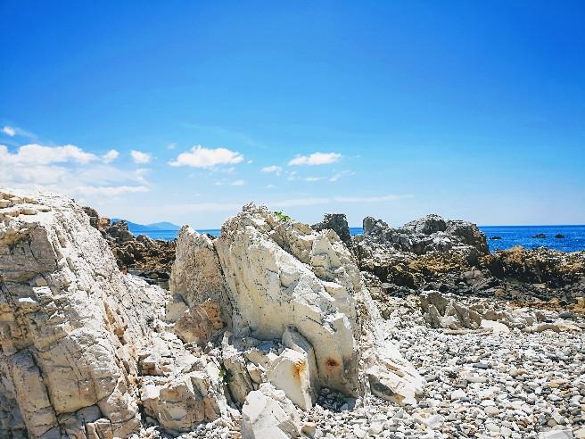白岩崎陶磁の岩