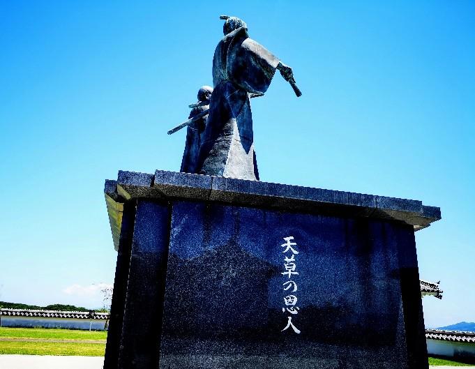 富岡城天草の恩人像
