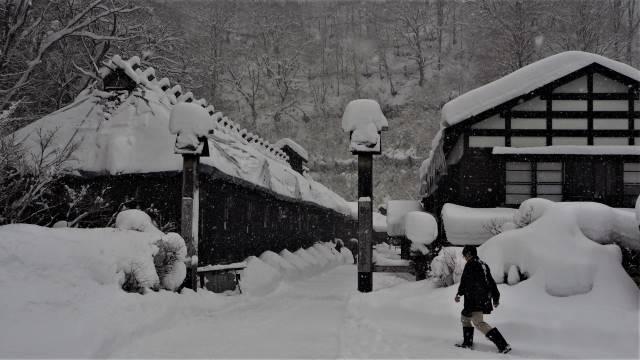 鶴の湯温泉入口