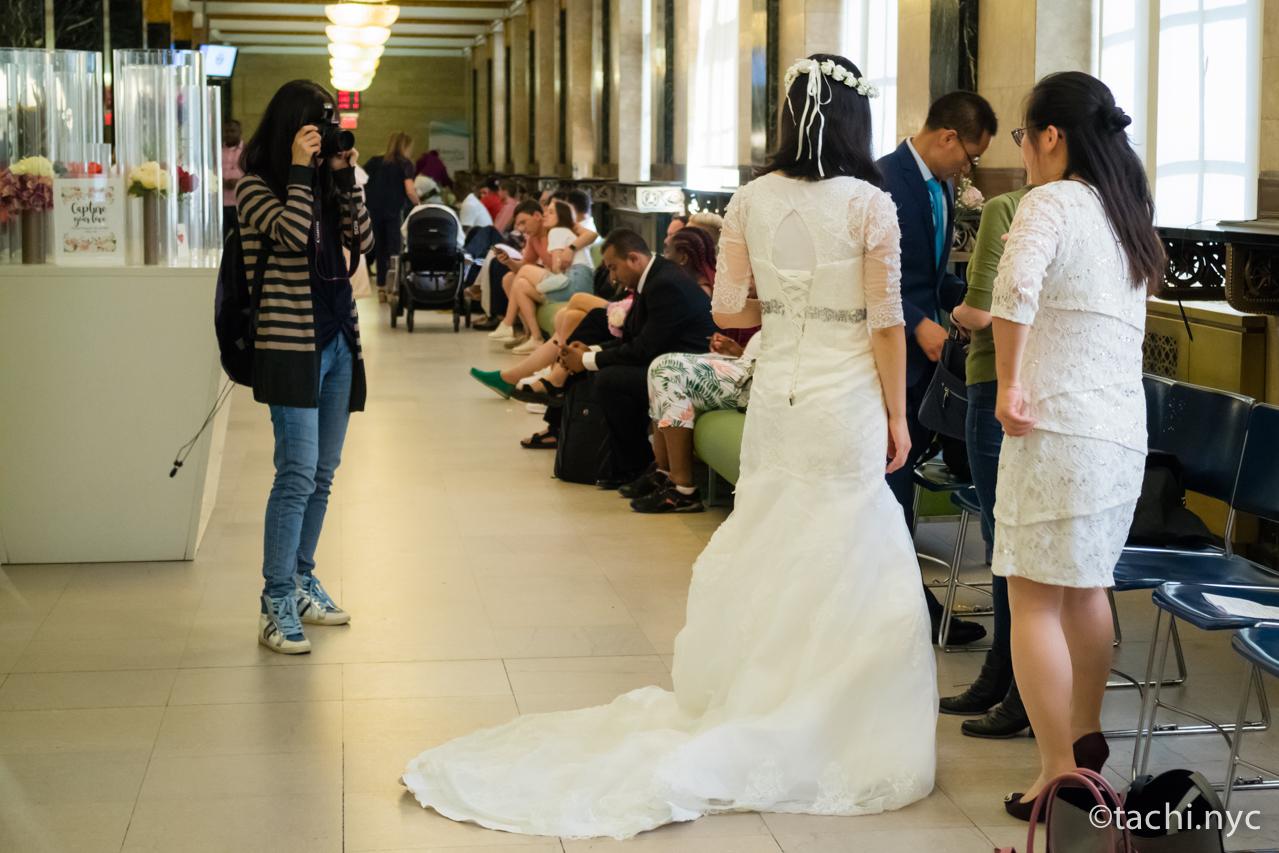ニューヨークシティ・クラーク(市役所の市書記事務局)結婚式の順番を待つ人たち2
