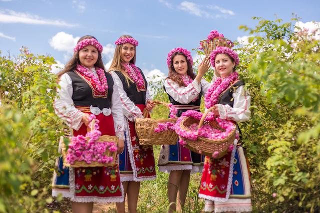 民族衣装を着たブルガリア女性