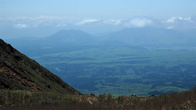 遠く阿蘇山