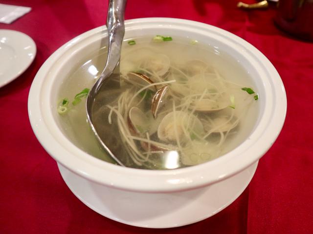 細切り生姜とあさりのスープ