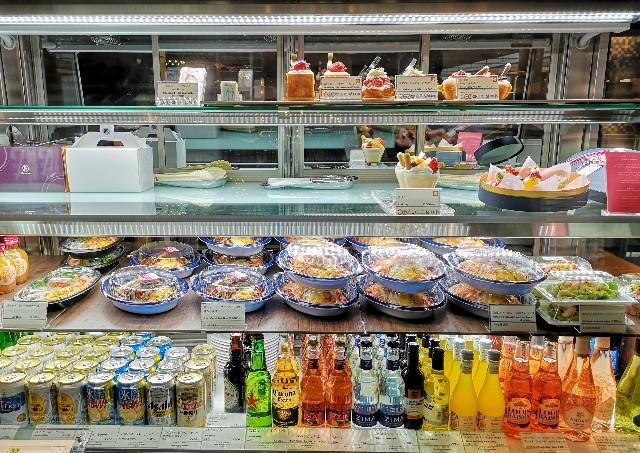 千葉県・シェラトン・グランデ・トーキョーベイ・ホテル内「カフェ トスティーナ」ショーケース