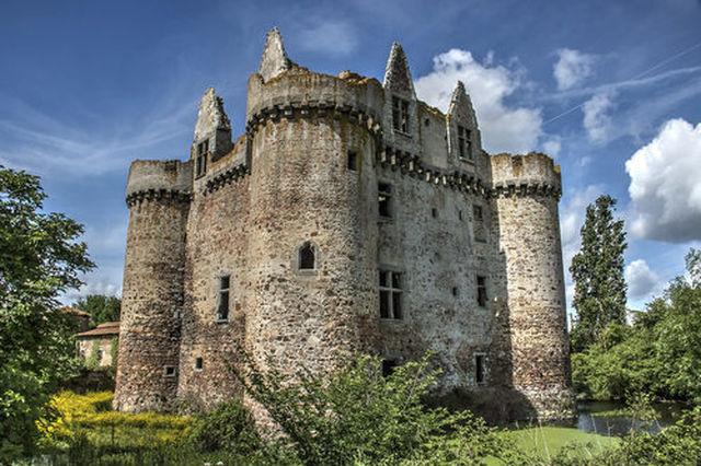 「古城のオーナー」フランス