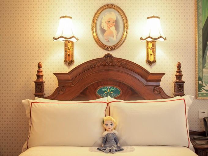 エルサモチーフののベッドルーム
