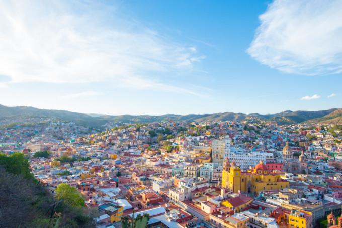 カラフルなメキシコの街並み