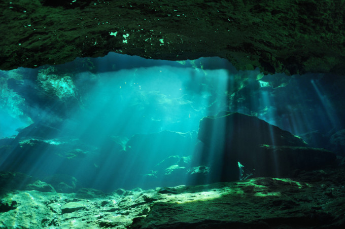 セノーテの美しい海