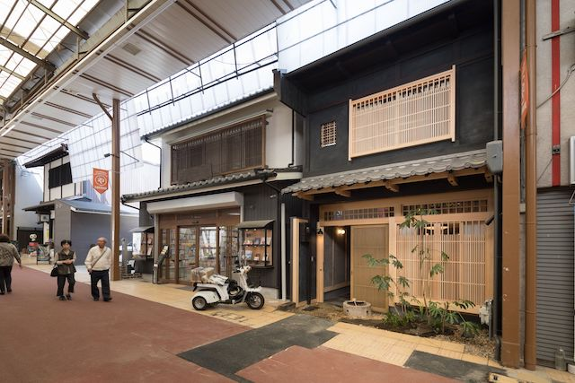 東海道五十三次最大の宿場町に、商店街をリノベしたおしゃれな町家ホテル誕生