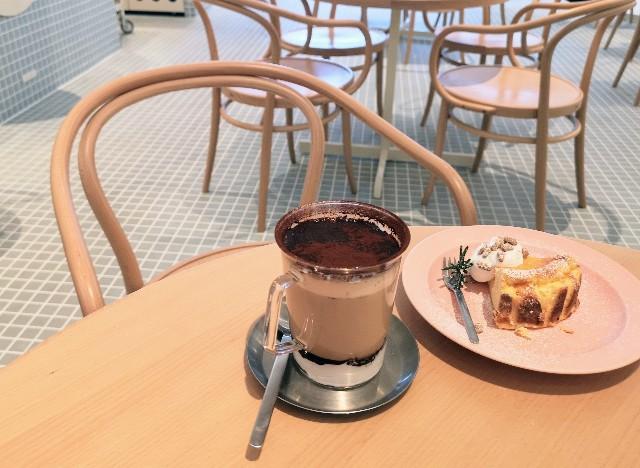 奈良県・奈良市「OTENKI PARLOR(おてんきパーラー)」ティラミスラテとりんごのチーズケーキ