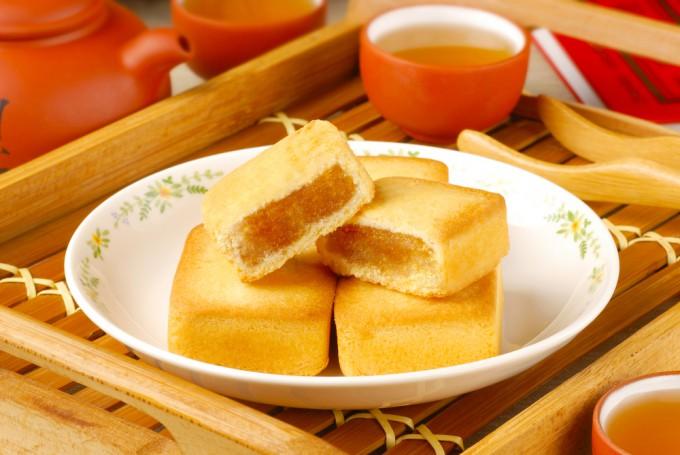 定番のお菓子「パイナップルケーキ」
